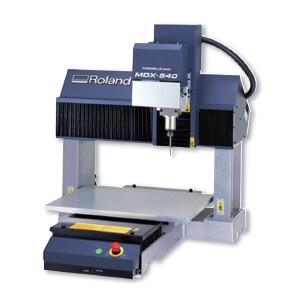 桌上型4軸自動換刀高速雕銑機,加工尺寸500x400x155mm,AC100~120V 7A,700W